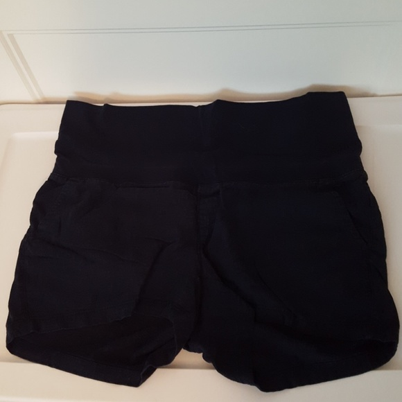920e66b67e08c Old Navy Maternity Roll Panel Linen Shorts. M_5aeb3f3946aa7c1c97120883
